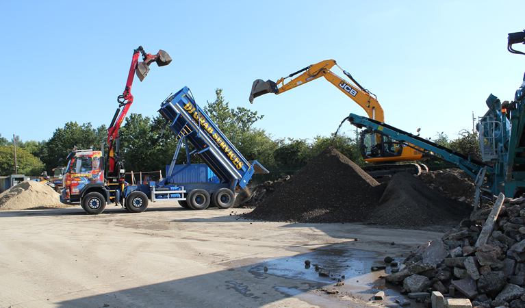 Muck away lorry hire for Surrey Sussex and London